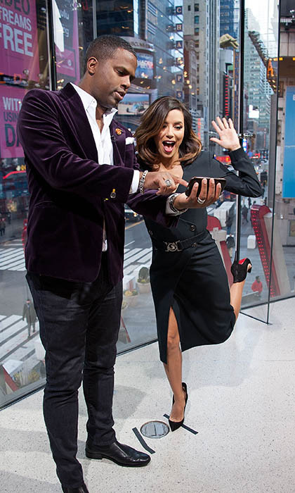 Talk about an action-packed selfie! Eva Longoria goofs off with <em>Extra</em>host AJ Calloway at the show's New York studios at H&M in Times Square.