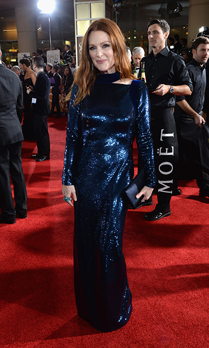 Julianne Moore goes for high-shine metallic blue Tom Ford at the 2016 Golden Globes.