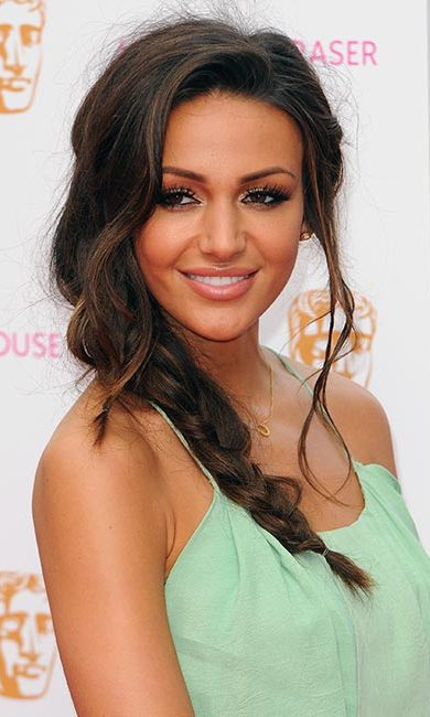 <strong>Style: side braid