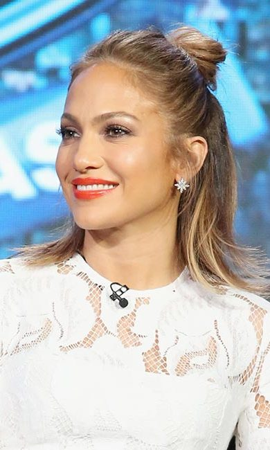 <strong>Style: half bun