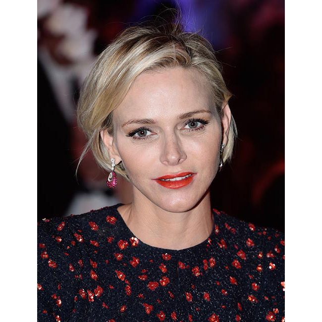 The former Olympic swimmer was simply dazzling at the 2015 Princess Grace Awards gala, where she wore her short blond bob in a smooth, loose style, completing the look with a bright red lipstick for ultimate glamour.