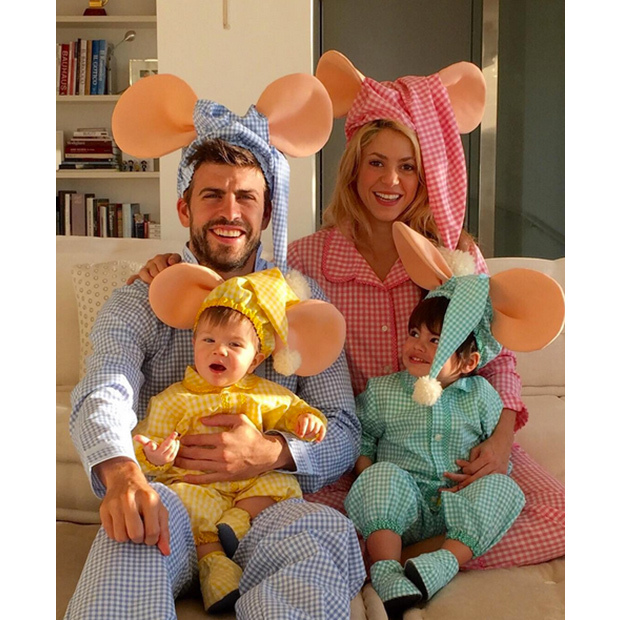 The Piqué-Mebarak family look picture perfect dressed as their children's favourite TV character Topo Gigio.