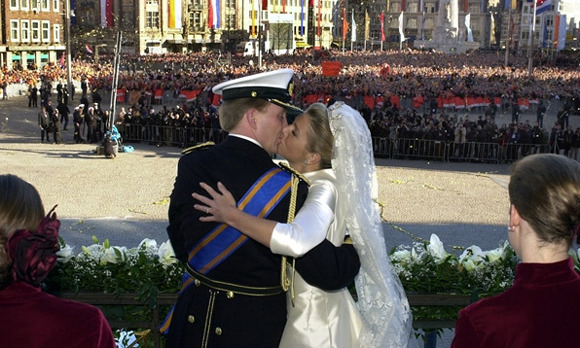 The thousands of people gathered demanded that their future monarch show his love for the woman who, in just 11 months, had won their affection.