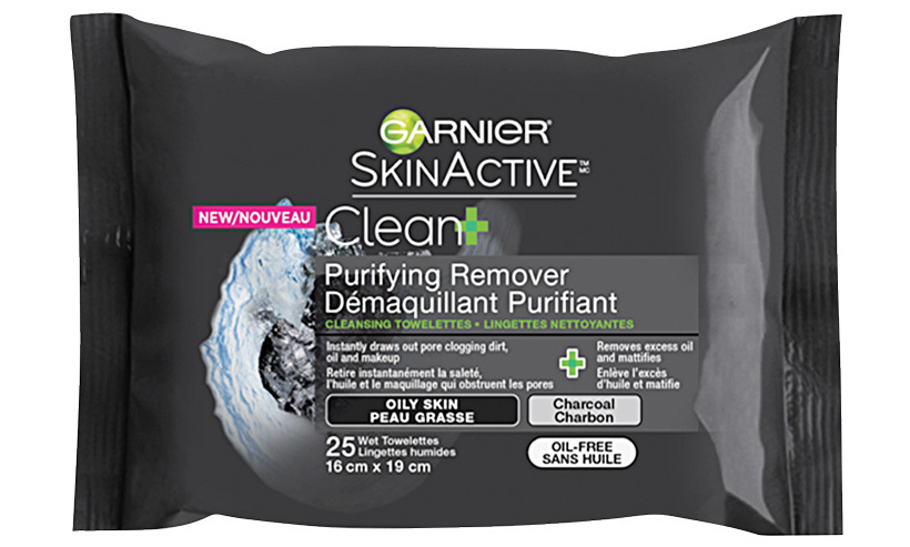 Charcoal-infused face wipes draw out impurities, dirt and oil to gently cleanse skin. 