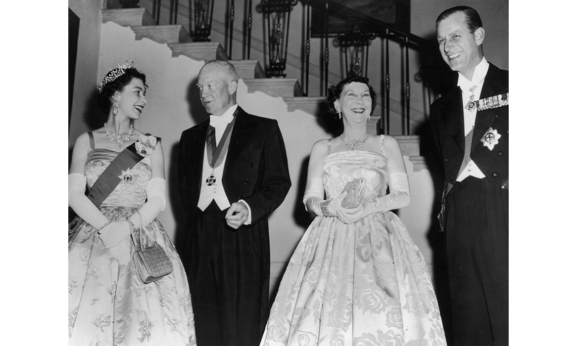 Queen Elizabeth, U.S. President Dwight D. Eisenhower with his wife, Mamie, and Prince Philip, Duke of Edinburgh at a White House State banquet.<br>Photo: © Getty Images