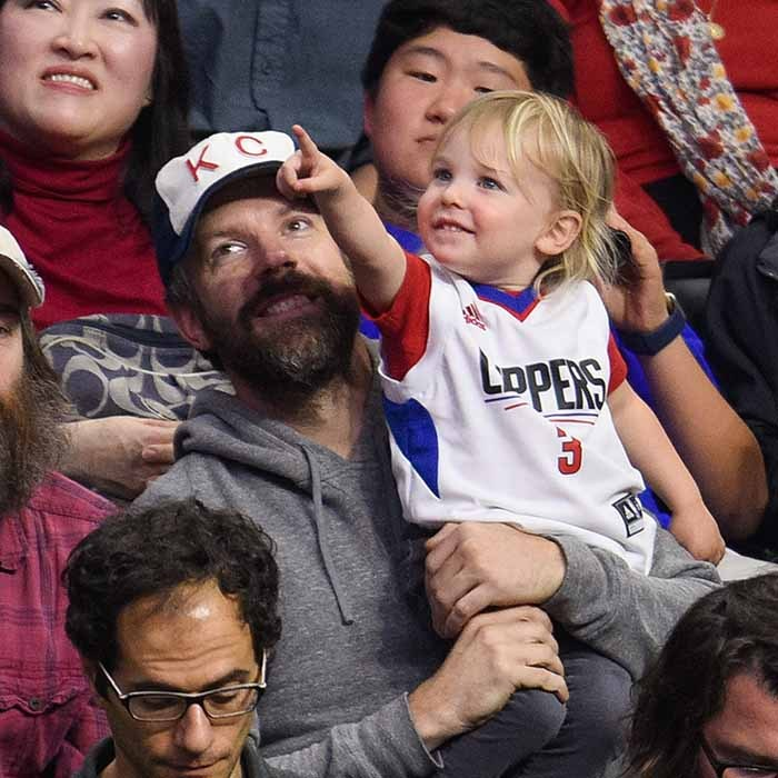 Jason Sudeikis and his 22-month-old son Otis enjoyed a boys night out at the L.A. Clippers game. 