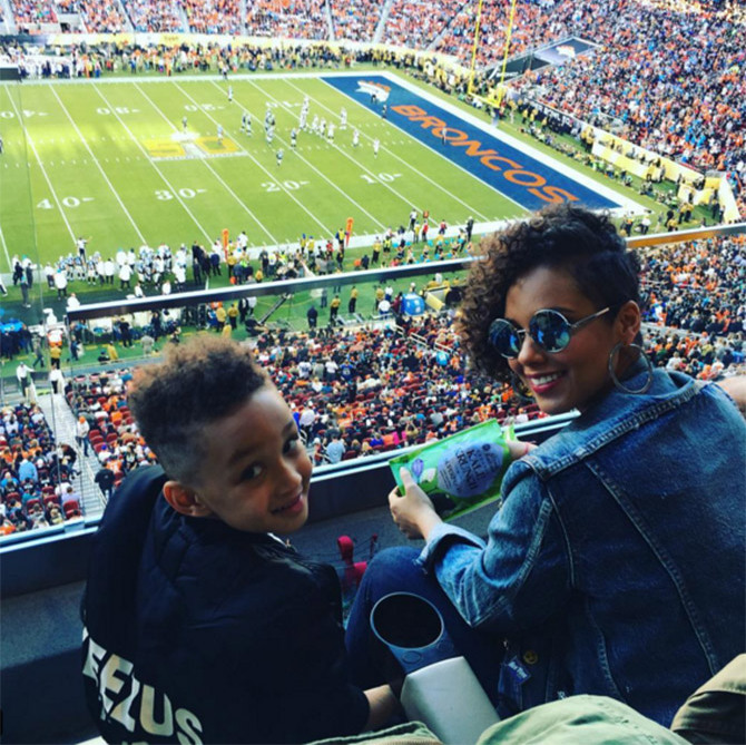 Alicia Keys and her husband Swizz Beatz took their five-year-old son to the game.