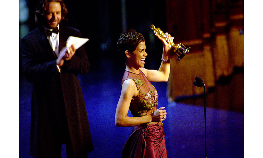 <strong>Halle Berry wins Best Actress</strong>