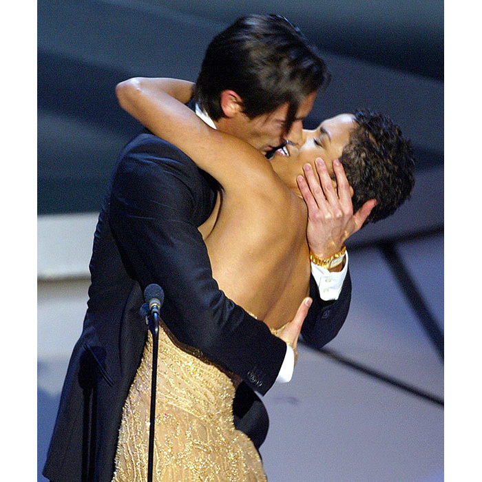 <strong>Adrien Brody steals a kiss</strong>