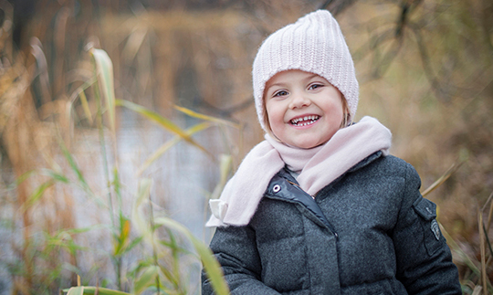 November 2015: Estelle flashed her million-dollar smile while posing for Fall portraits in the park by the pond outside Haga castle.