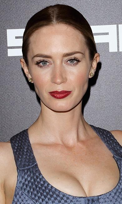 The British beauty was as sultry as ever with her super smooth bun and dark ruby red lips at the New York premiere of <em>Sicario</em>.<br>