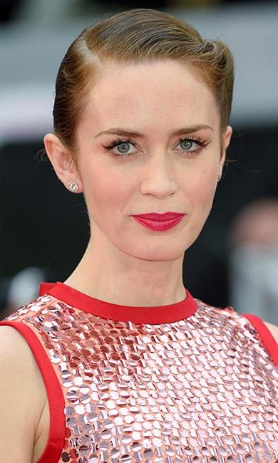 Jaws dropped to the floor when Emily hit the red carpet for the premiere of <em>Sicario</em>. Not only did she show off her edgy beauty credentials with her slicked back and braided hairdo, but we loved her dramatically long eyelashes and bold statement hot pink lips.<br>