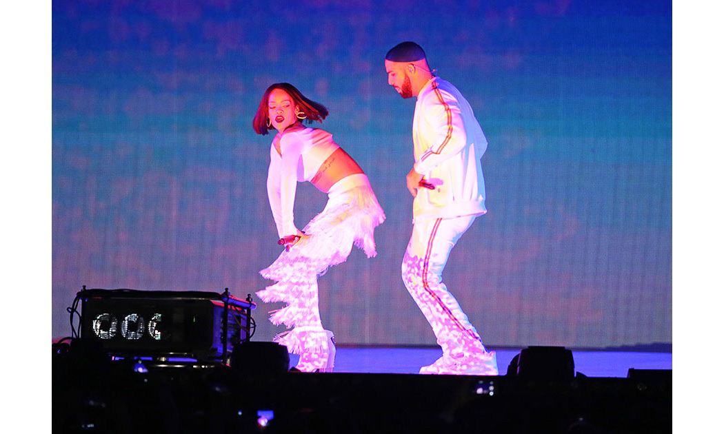 <strong>Rihanna and Drake's raunchy performance