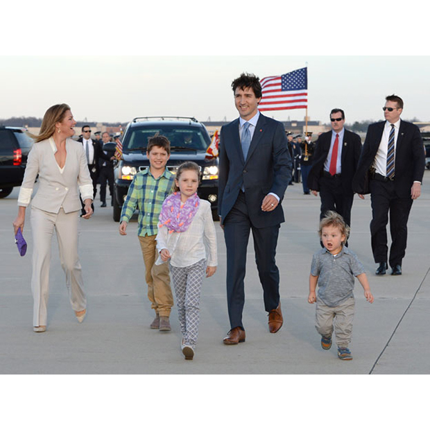 Justin and Sophie arrive in the U.S. with their children - Xavier, Ella-Grace and Hadrien - on Mar. 9. The mother of three looked elegant in a grey suit by Vietnamese-Canadian designer DUY, Aldo shoes and purple ELA clutch. 