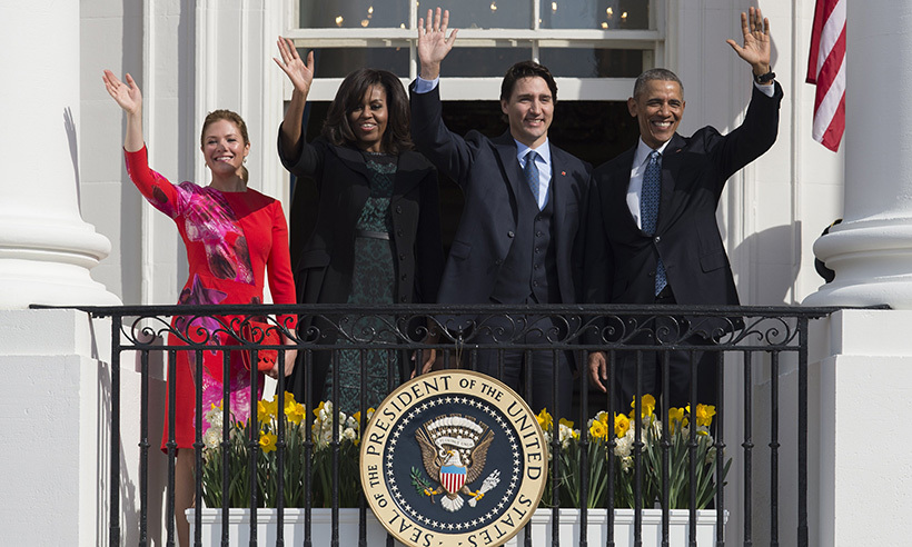 Sophie Grégoire Trudeau, First Lady Michelle Obama, Prime Minister Justin Trudeau and President Barack Obama wave to crowds gathered outside the White House. 
