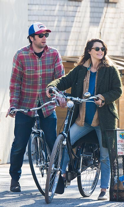 Parents-to-be and co-stars Matthew Rhys and Keri Russell, who is due in the spring, were spotted biking around New York City.