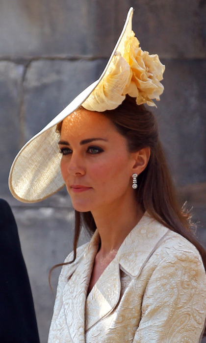 Another look at Kate's stunning, flower-embellished headpiece by British milliner Gina Foster.