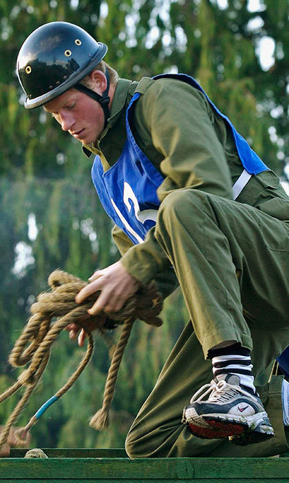 <p>The fifth-in-line to the British throne showed off his impressive rappelling skills during a command task exercise at the Royal Military Academy in Sandhurst.</p>