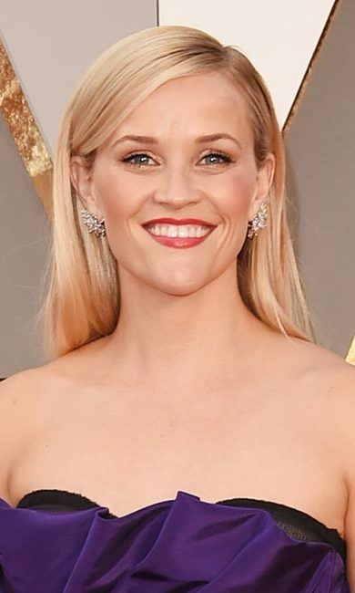 Not only did Reese top best-dressed lists at the Oscars with her elegant purple Oscar de la Renta gown, but she wowed with her blonde hair worn down in a sleek and straight style, paired with a statement red lipstick and winged black eyeliner.