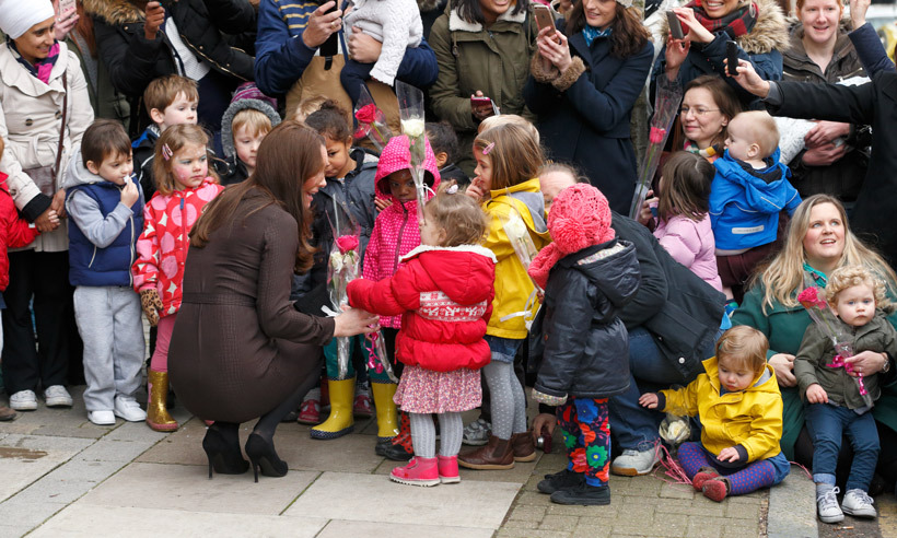 Before departing the Fostering Network headquarters in London, Kate spoke to the kids who had lined up to give her flowers. 