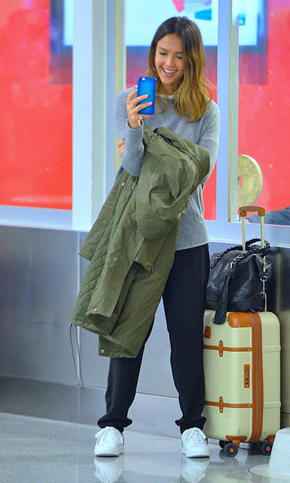 A laid-back Jessica Alba caught up with friends and family via video chat while waiting for her luggage at New York's JFK airport. 