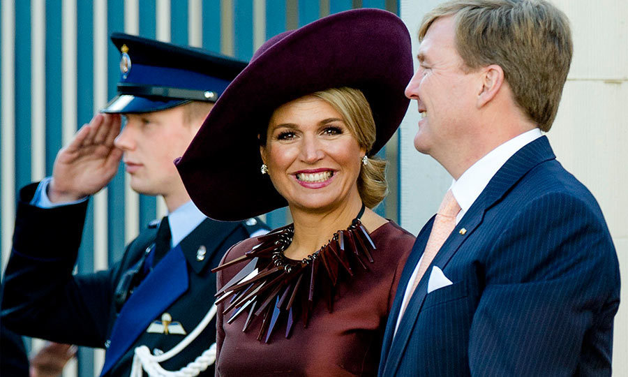 M&aacute;xima wowed royal fashion fans when she stepped out to welcome King Felipe and Queen Letizia of Spain to the Netherlands. Along with one of her signature oversized hats, the blond beauty wore a maroon necklace featuring oversized spikes.