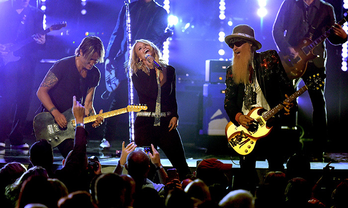 "Shortly after, Miranda rocked out on stage wearing a black Kimora Lee Simmons jumpsuit during a performance of ZZ Top's ""Tush"" with Billy Gibbons himself and Keith Urban.