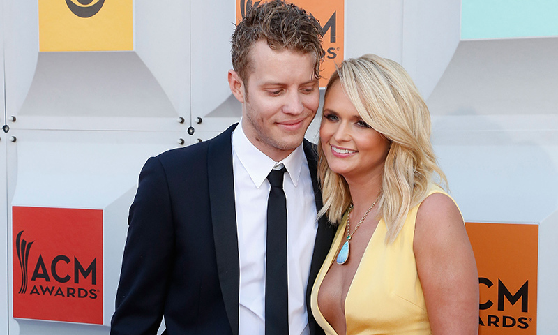 She finished off her look with new beau Anderson East on her arm.