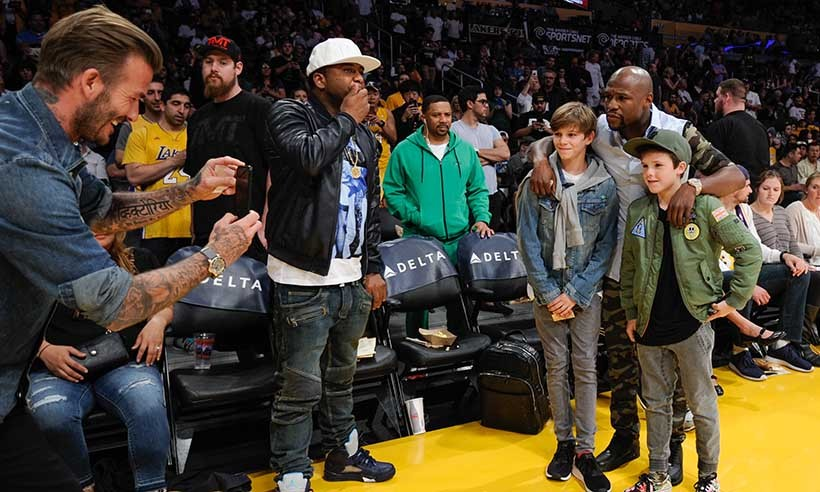 Their dad is one of the world's most famous athletes, but Romeo and Cruz Beckham were thrilled to meet boxing legend Floyd Mayweather at the Lakers game. 