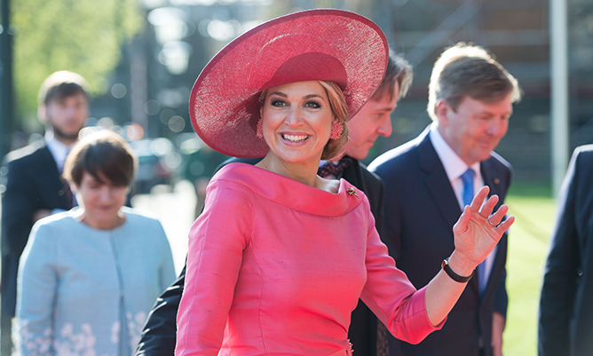 Queen Maxima looked like a dream in head-to-toe pink during a visit to the Alte Pinakothek museum in Munich on Apr. 13 2016. Her vibrant topper was definitely her pièce de résistance. 