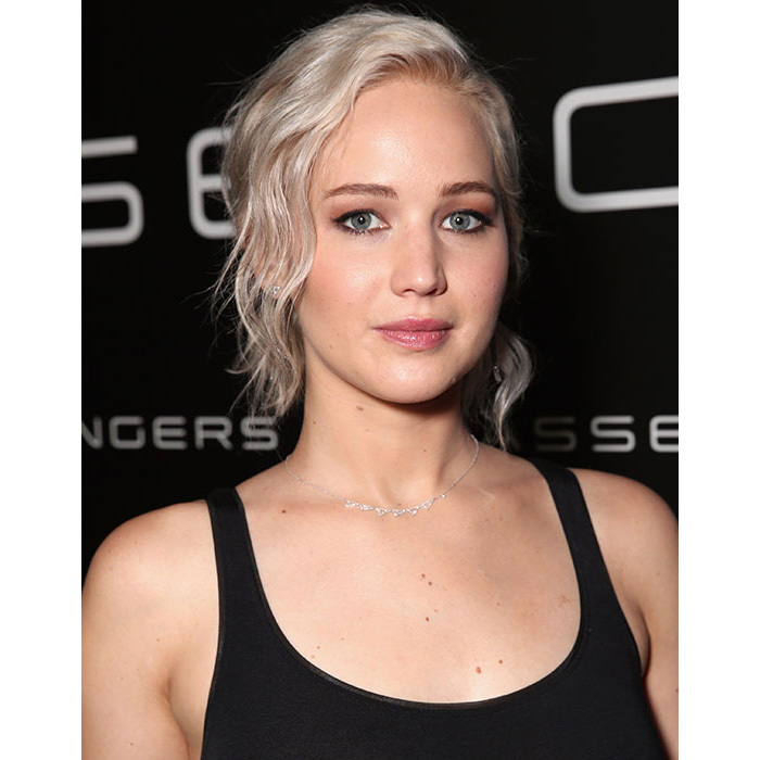Jennifer Lawrence made waves at CinemaCon when she stepped out with fresh platinum hued highlights in her striking blonde hair.