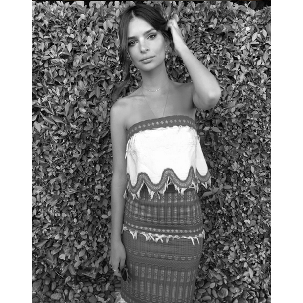 Emily Ratajkowski kept cool in a strapless maxi dress. 
