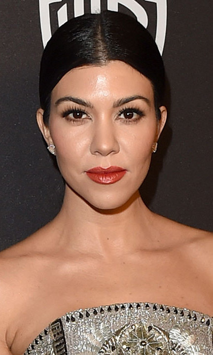 The <em>Keeping up with the Kardashians</em> star could have stepped out of old Hollywood as she arrived for a Golden Globes afterparty, rocking a poker straight low ponytail teamed with statement matte red lips.