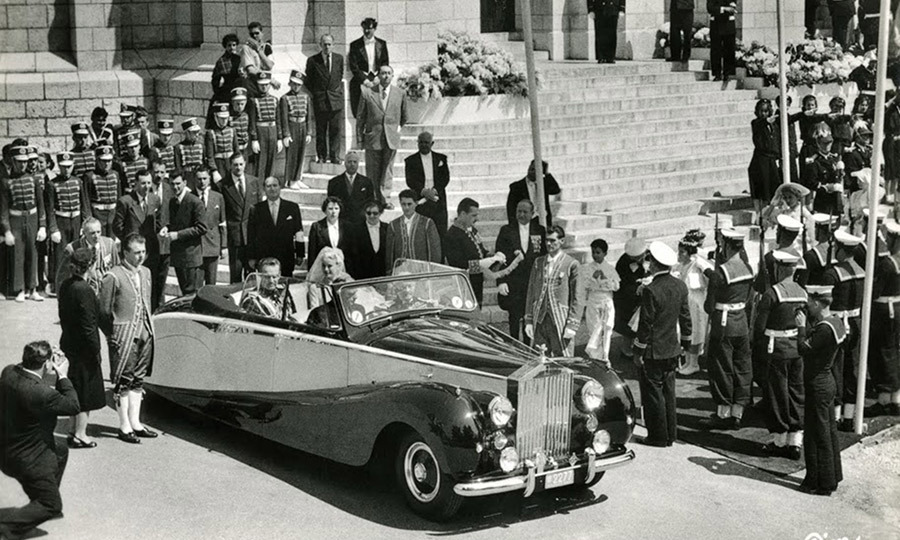<p>The bride and groom were driven around Monte Carlo in an open-top Rolls Royce convertible car following their wedding, so they could greet the thousands of well-wishers who had lined the streets.</p>