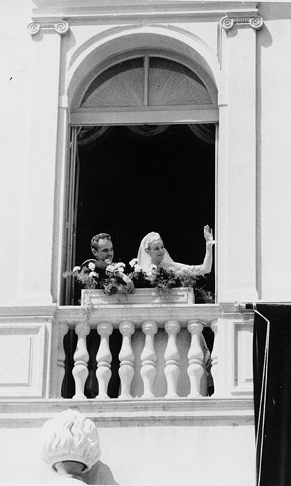<p>The newlyweds waved to the hundreds of well-wishers from their palace balcony.</p>