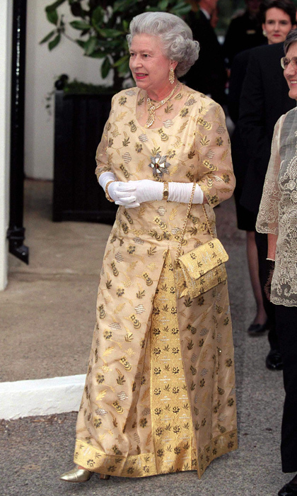 The Queen often commissions purses to be made in the same fabric or colour of her gown. 