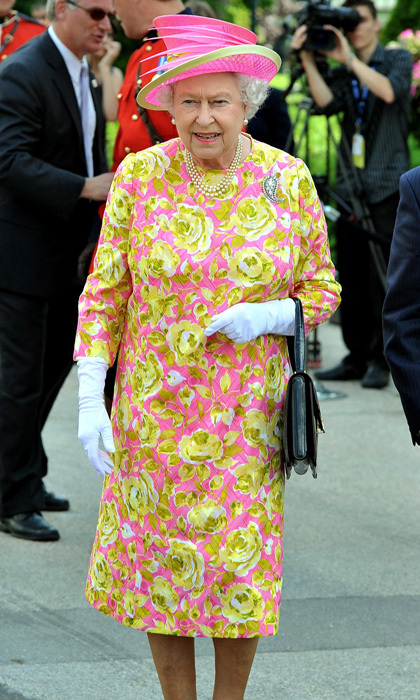 For her Canadian tour in 2010, the monarch dazzled in pink with an oversized yellow rose pattern. 