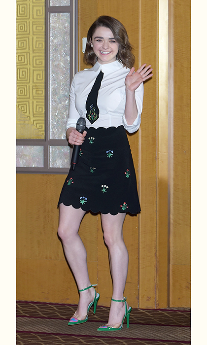 Too-cute Maisie Williams dons a tailored Vivetta dress for a <em>Game of Thrones</em> press conference in Tokyo. 