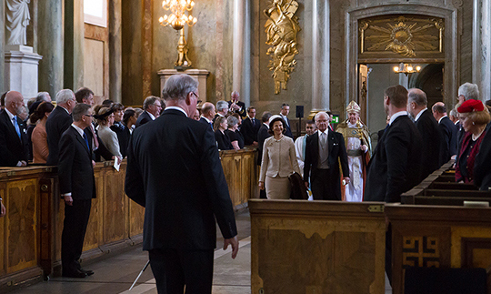 Queen Silvia and King Carl arrive for the service.