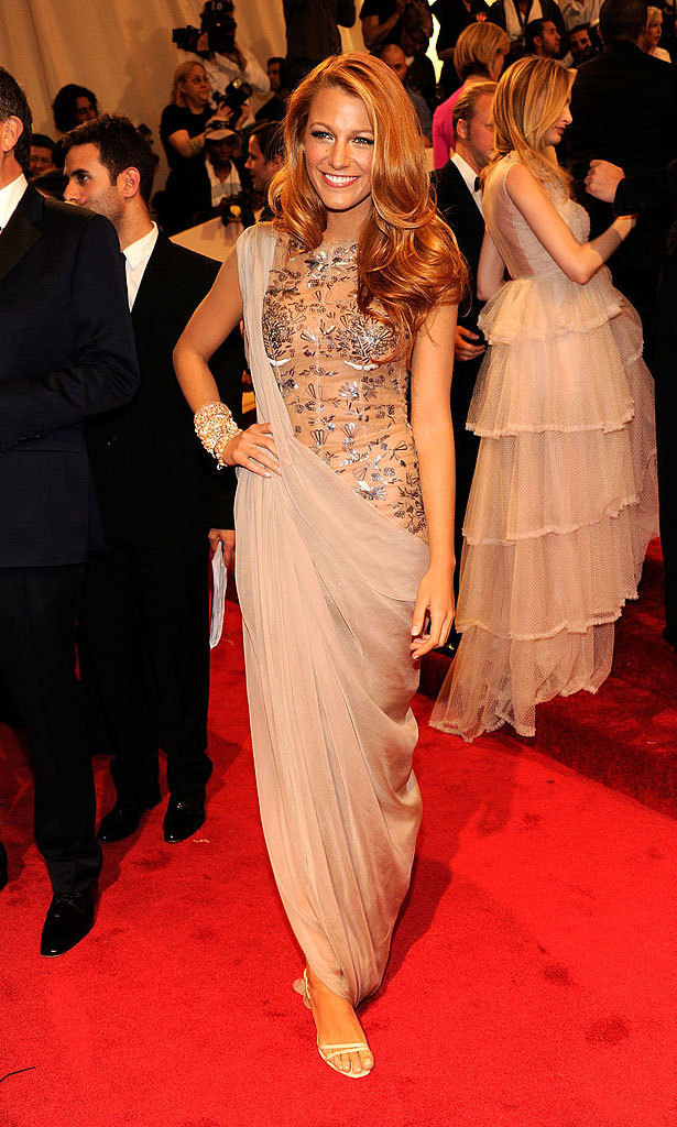 <strong>2011, Alexander McQueen: Savage Beauty</strong><br>Blake Lively, Chanel