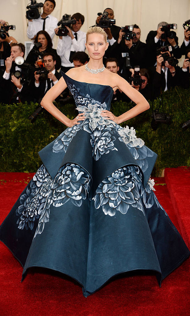 <strong>2014, Charles James: Beyond Fashion</strong><br>Karolina Kurkova in Marchesa