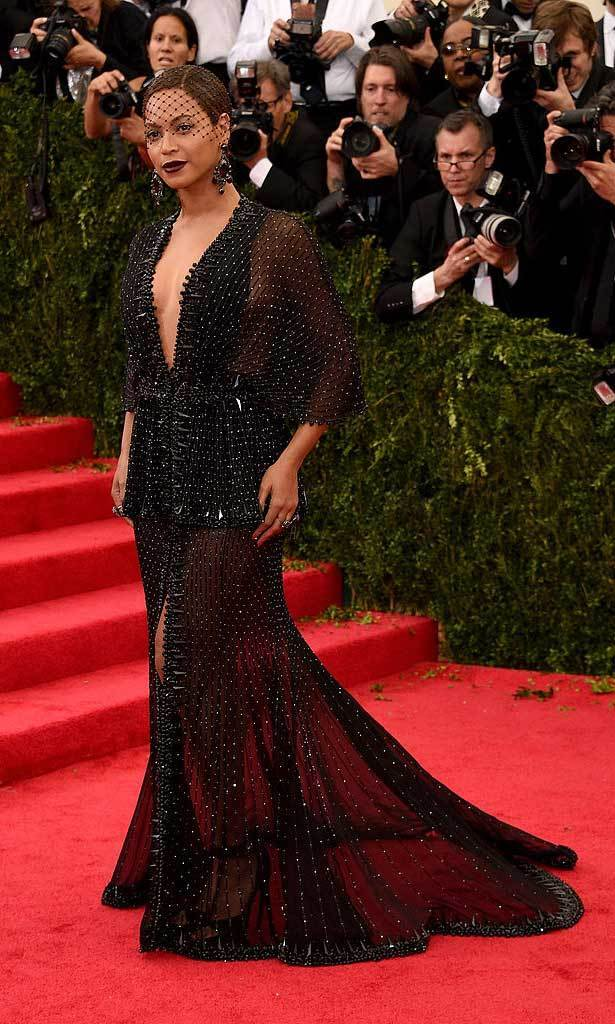 <strong>2014, Charles James: Beyond Fashion</strong><br>Beyoncé, Givenchy