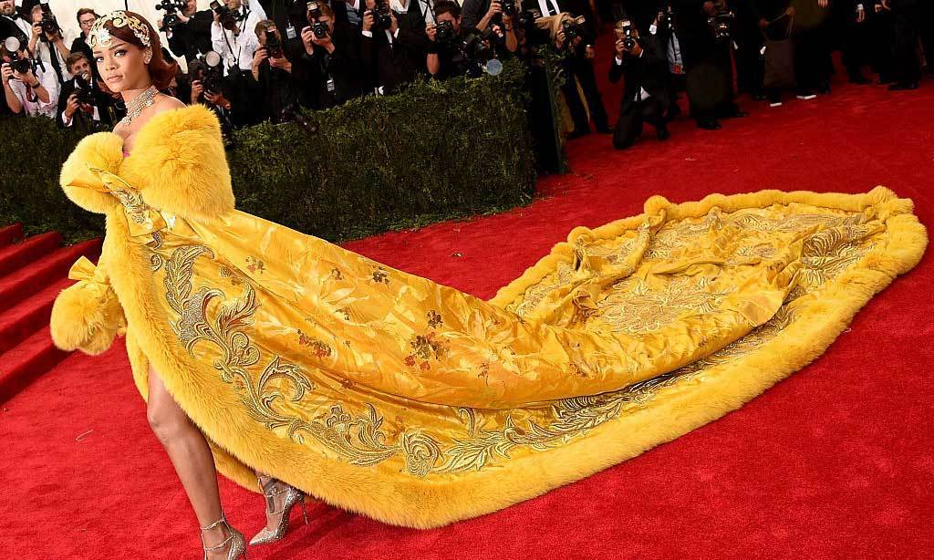 <strong>2015, China: Through The Looking Glass</strong><br>Rihanna,Guo Pei