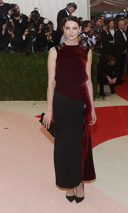 Caitriona Balfe in Roland Mouret
