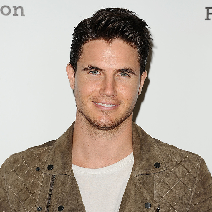 <h3>Robbie Amell</h3>