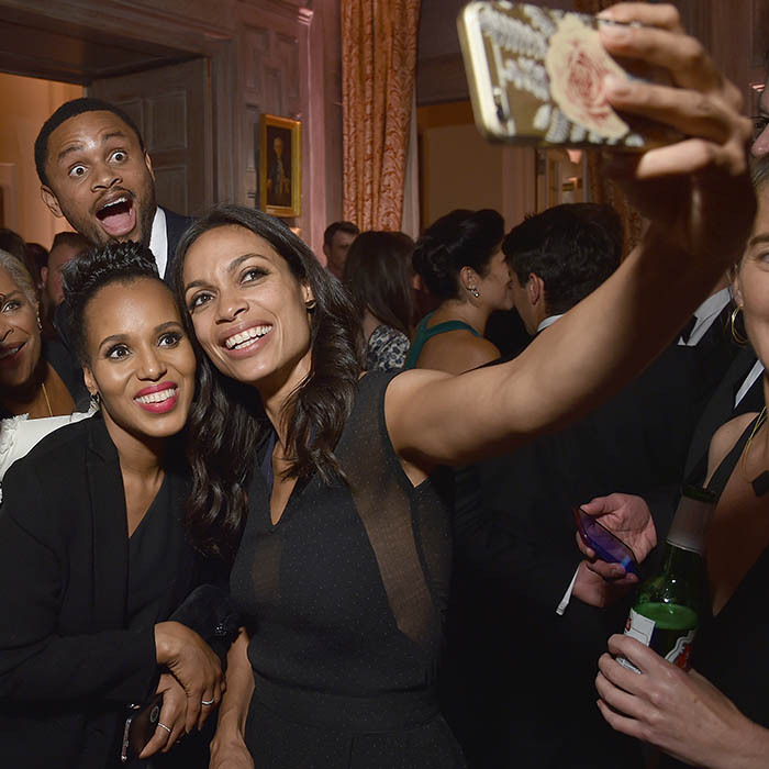 Kerry Washington's husband Nnamdi Asomugha delivered the ultimate photo bomb on his wife and Rosario Dawson at the White House Correspondents' Dinner in Washington. 