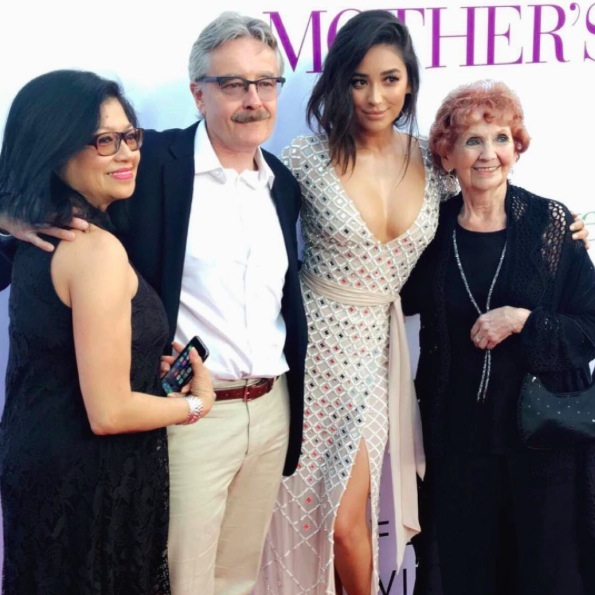 <h2>Shay Mitchell</h2>