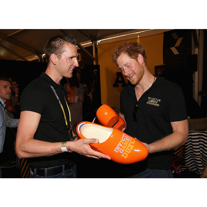 Harry was gifted some oversized clogs from Rahmon Zondervan, the captain of the Dutch team. 
