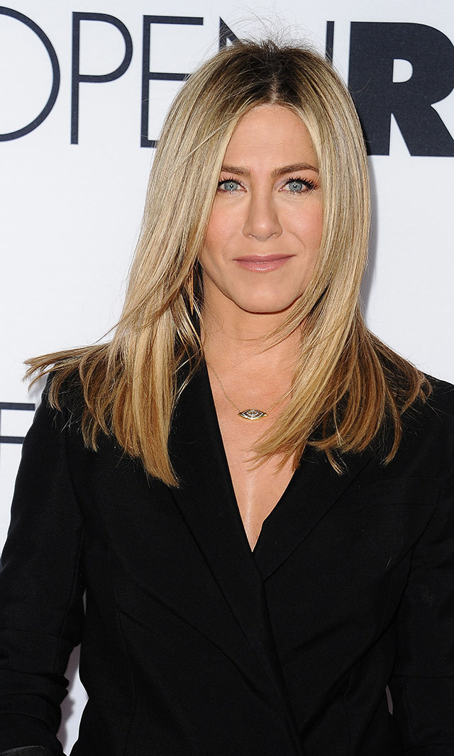 <h2>JENNIFER ANISTON</h2>