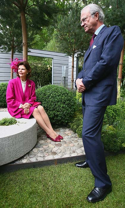 Queen Silvia and King Carl XVI Gustaf of Sweden paid a visit to the elaborate show in 2007, where she dazzled in a beautiful, floral-inspired topper.